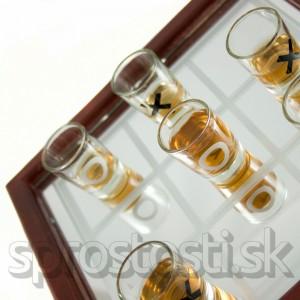 Alkoholové piškvorky v kufríku
